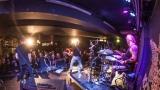 Pogo tour 2019 opětovně rozbourala pražský klub Rock Cafe (62 / 107)