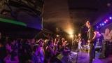 Pogo tour 2019 opětovně rozbourala pražský klub Rock Cafe (64 / 107)