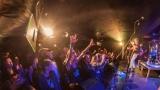Pogo tour 2019 opětovně rozbourala pražský klub Rock Cafe (66 / 107)
