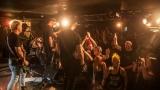 Pogo tour 2019 opětovně rozbourala pražský klub Rock Cafe (72 / 107)