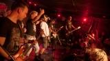 Pogo tour 2019 opětovně rozbourala pražský klub Rock Cafe (86 / 107)