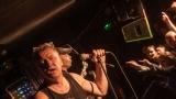 Pogo tour 2019 opětovně rozbourala pražský klub Rock Cafe (91 / 107)