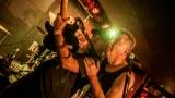 Pogo tour 2019 opětovně rozbourala pražský klub Rock Cafe (100 / 107)