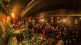 Pogo tour 2019 opětovně rozbourala pražský klub Rock Cafe (103 / 107)
