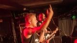 Pogo tour 2019 opětovně rozbourala pražský klub Rock Cafe (105 / 107)