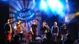 Česko-balkánská diskoška, stojka na hlavě i natržený kalhoty. Circus Problem a Timudej předvedli slušnou divočinu. (13 / 56)