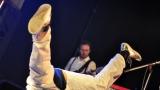 Česko-balkánská diskoška, stojka na hlavě i natržený kalhoty. Circus Problem a Timudej předvedli slušnou divočinu. (50 / 56)