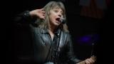 Suzi Quatro se svou Rock And Roll basou vyprodala velký sál Lucerny v Praze. (28 / 31)