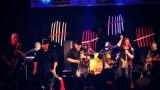 Dámy i pánové oslavili s kapelou Sto zvířat 30 let na hudební scéně (16 / 28)