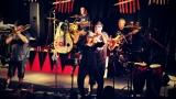 Dámy i pánové oslavili s kapelou Sto zvířat 30 let na hudební scéně (23 / 28)