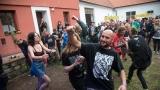 Třetí ročník Cidre Punk Festu v Újezdě u Chanovic přilákal fanoušky i z dosti vzdálených končin (115 / 242)