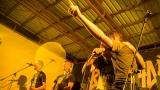 Kapela Falešný Obvinění s fans na pódiu (81 / 170)