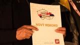 Kapela Seven - předání certifikátu o rekordu v pyrotechnických efektech (107 / 108)