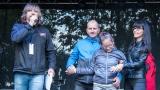Zuzanka s rodiči poděkovala hostům festivalu za podporu (43 / 345)