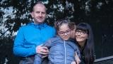 Zuzanka s rodiči poděkovala hostům festivalu za podporu (45 / 345)