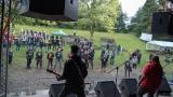 Přes nepříznivou předpověď počasí se multižánrový festival Vyvrhells pro děti uskutečnil, tahounem byla kapela E!E (61 / 345)