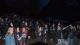 Přes nepříznivou předpověď počasí se multižánrový festival Vyvrhells pro děti uskutečnil, tahounem byla kapela E!E (178 / 345)