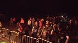 Přes nepříznivou předpověď počasí se multižánrový festival Vyvrhells pro děti uskutečnil, tahounem byla kapela E!E (330 / 345)