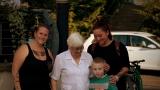 V rámci akce na Střeláku v Děčíně Andělé bez křídel vybrali částku 34. 500,- na Tomáška. Z toho 10000,- věnovala 90 letá paní Milena Volavková krásný dar. Tomášek poděkoval krásnou kytičkou. (1 / 127)
