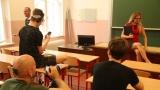 natáčení ve třídě gymnázia se sexy učitelkou (56 / 76)
