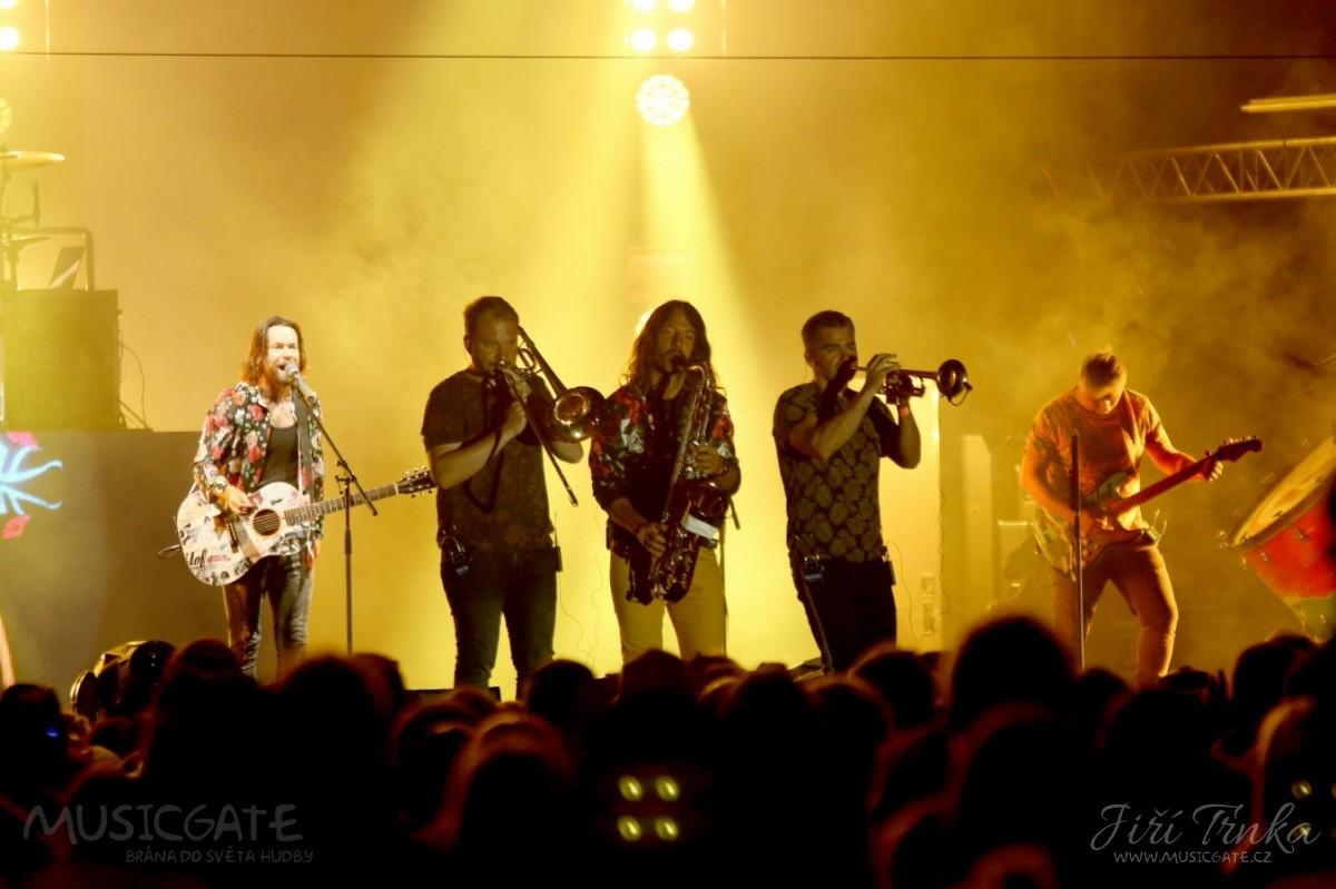 Celý koncert skupiny Kryštof doprovázela …