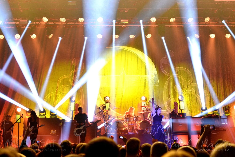 Evanescence na nic nečekali a valili do …