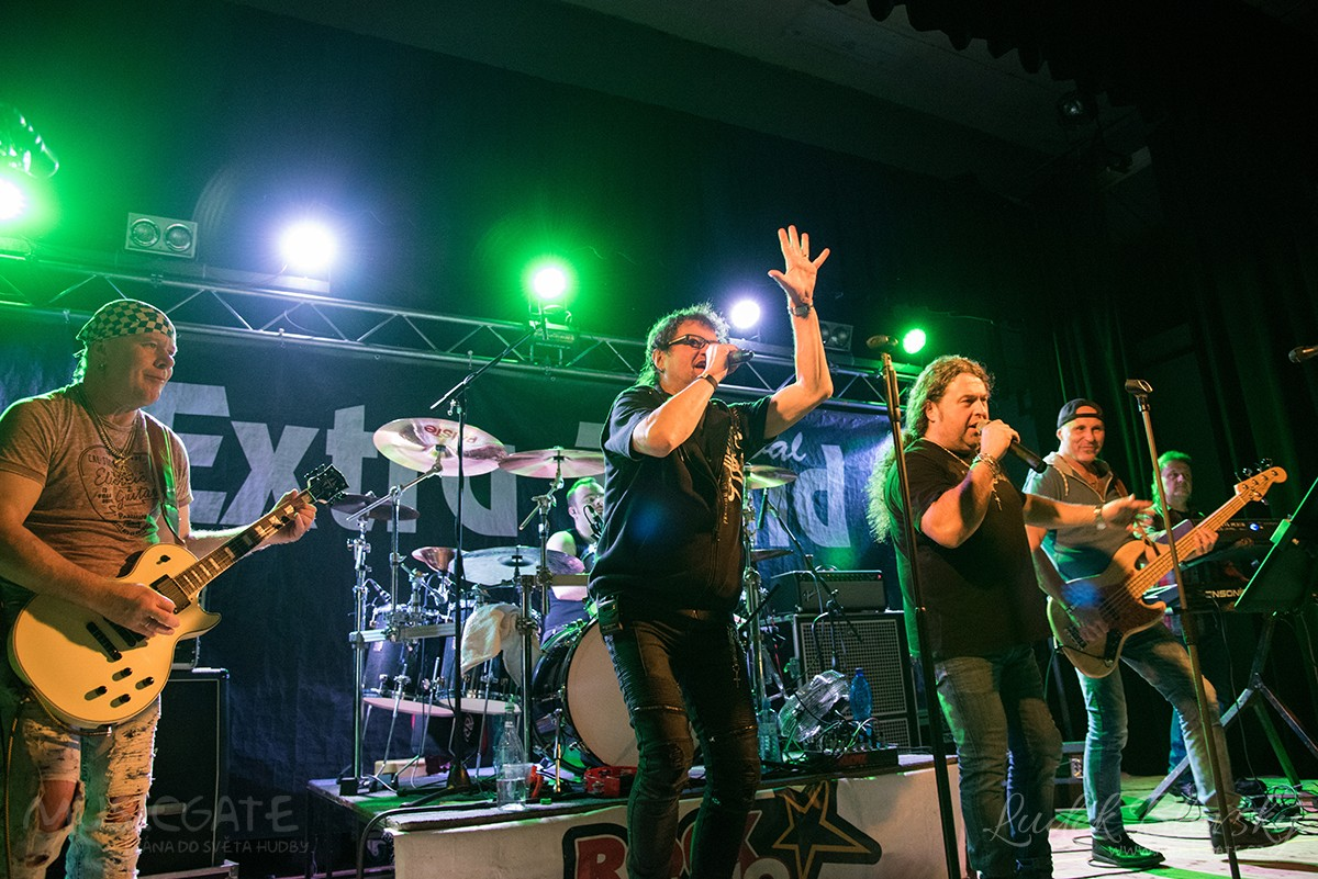 Kapela Extra Band revival - koncert v Losiné