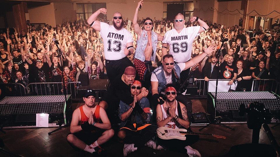 Walda Gang na prvním koncertů z turné ve Lnářích