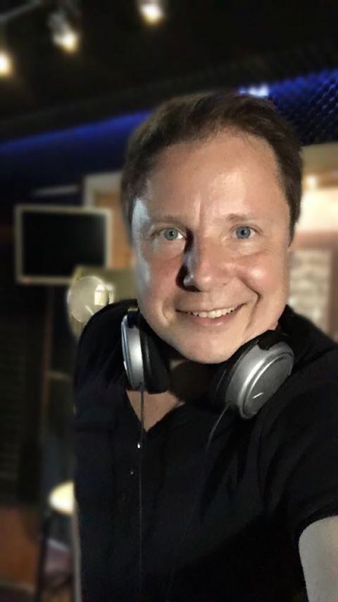 Role DJ a moderátora, který má i vlastní …