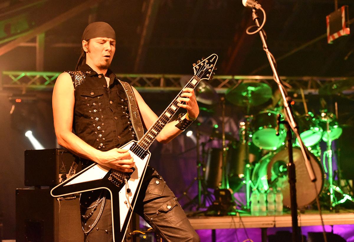 Kytarista Iron Angel