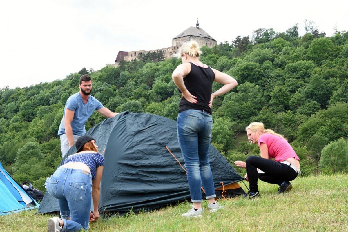Jednou ročně se pod vybranými českými hrady …