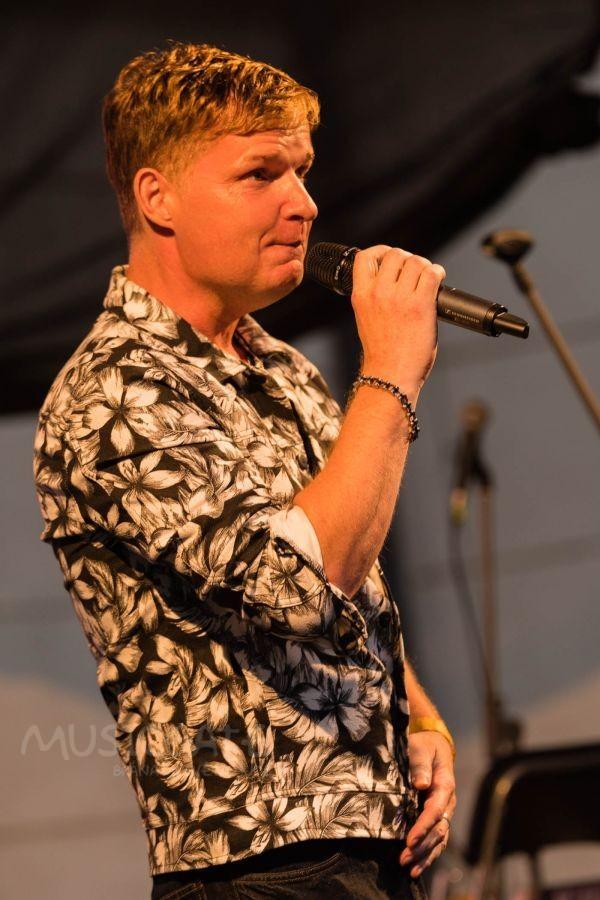Jaroslav Šimek, zpěvák a textař, přítomné …