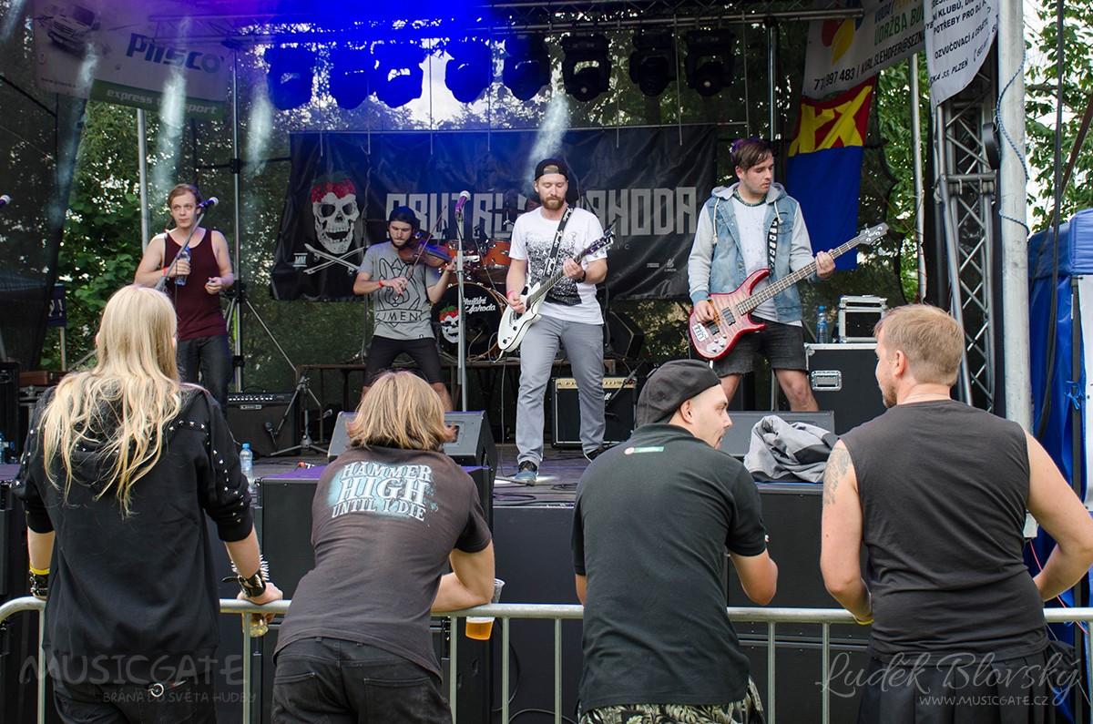 Brutální Jahoda je jméno mladé kapely …