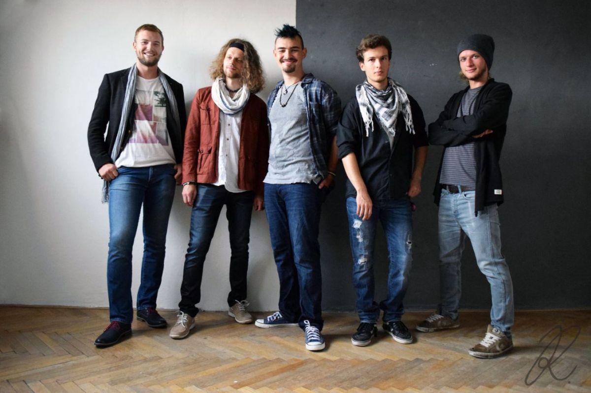 Pražská rock'n'vocová kapela J!Scream zahájí …