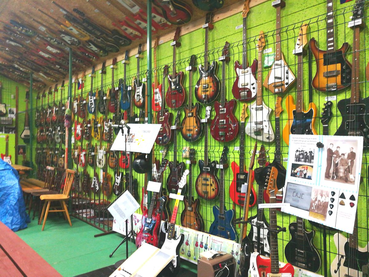 Založit muzeum elektrofonických kytar Jolana a …