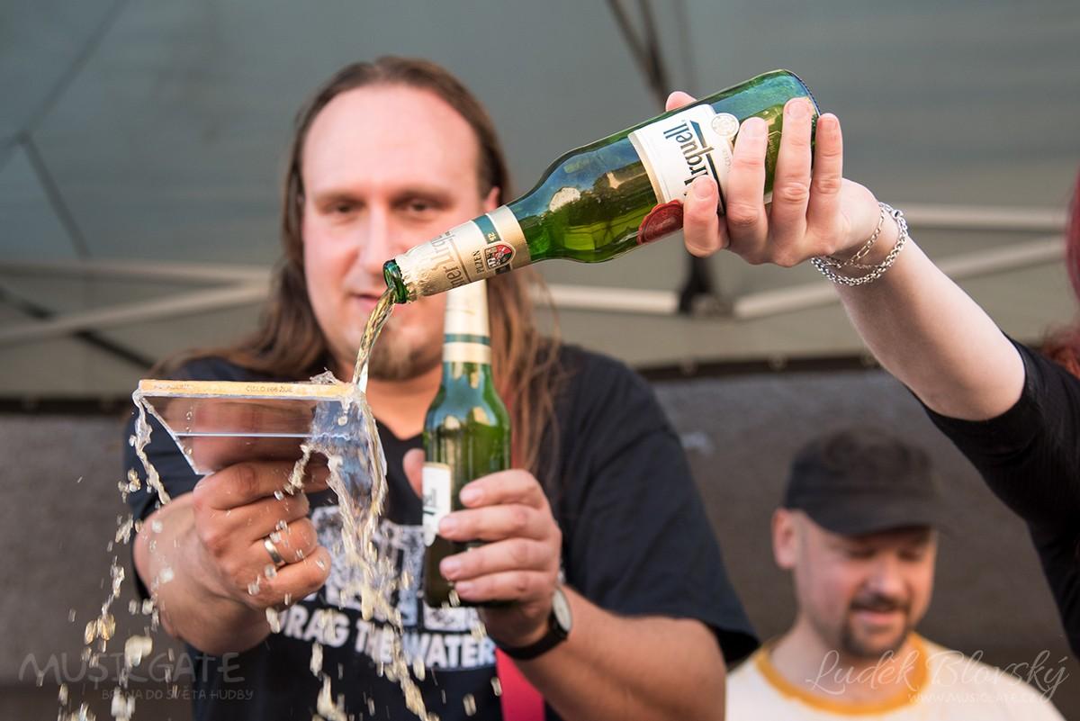 Punk metalová Kavadlina si pro návštěvníky …