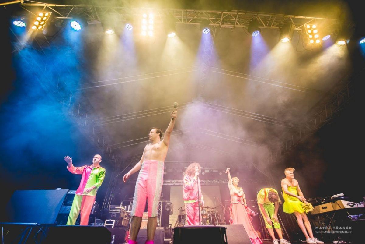 Skupina Monkey Business vyjíždí na podzimní část turné  Už jsi zaplatil daň z práva na život?