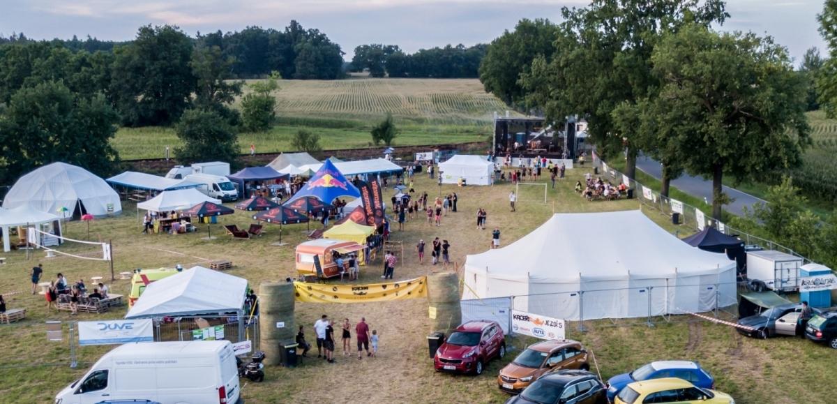 Festival Kačeři už klepe na dveře, zná svůj line-up a my Vám přinášíme několik vstupenek.