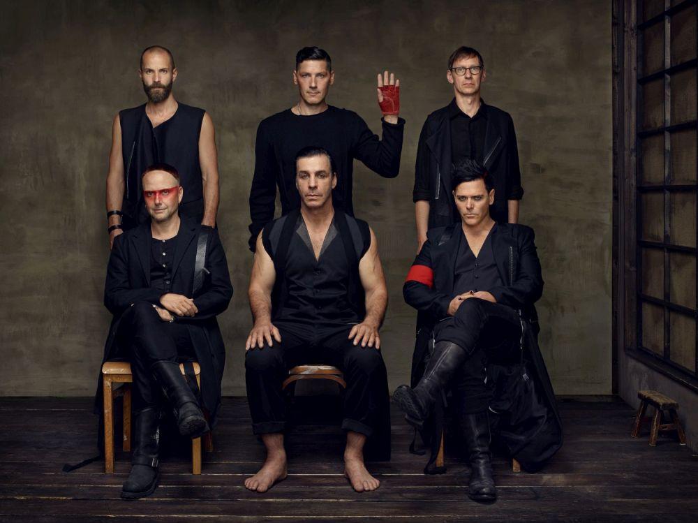 Němečtí Rammstein se vrátí do Prahy v dvojitém koncertu