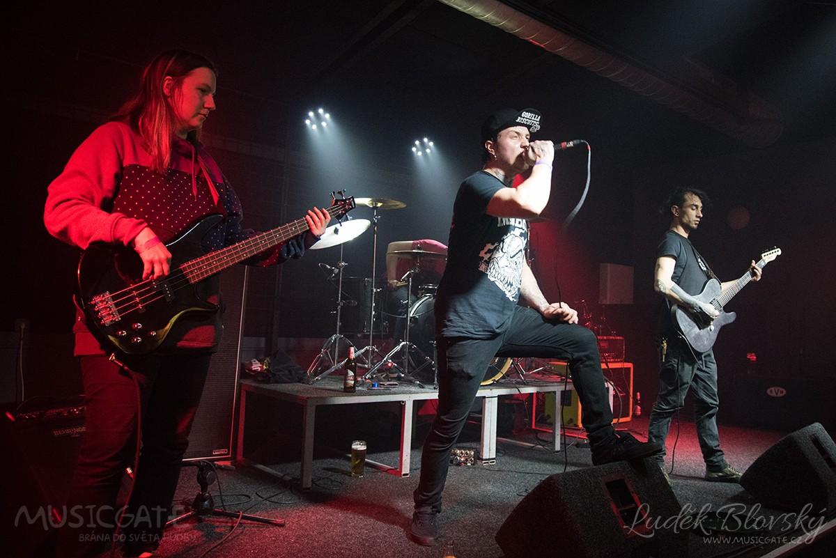 Terror Society představila na Křemelce novou baskytaristku
