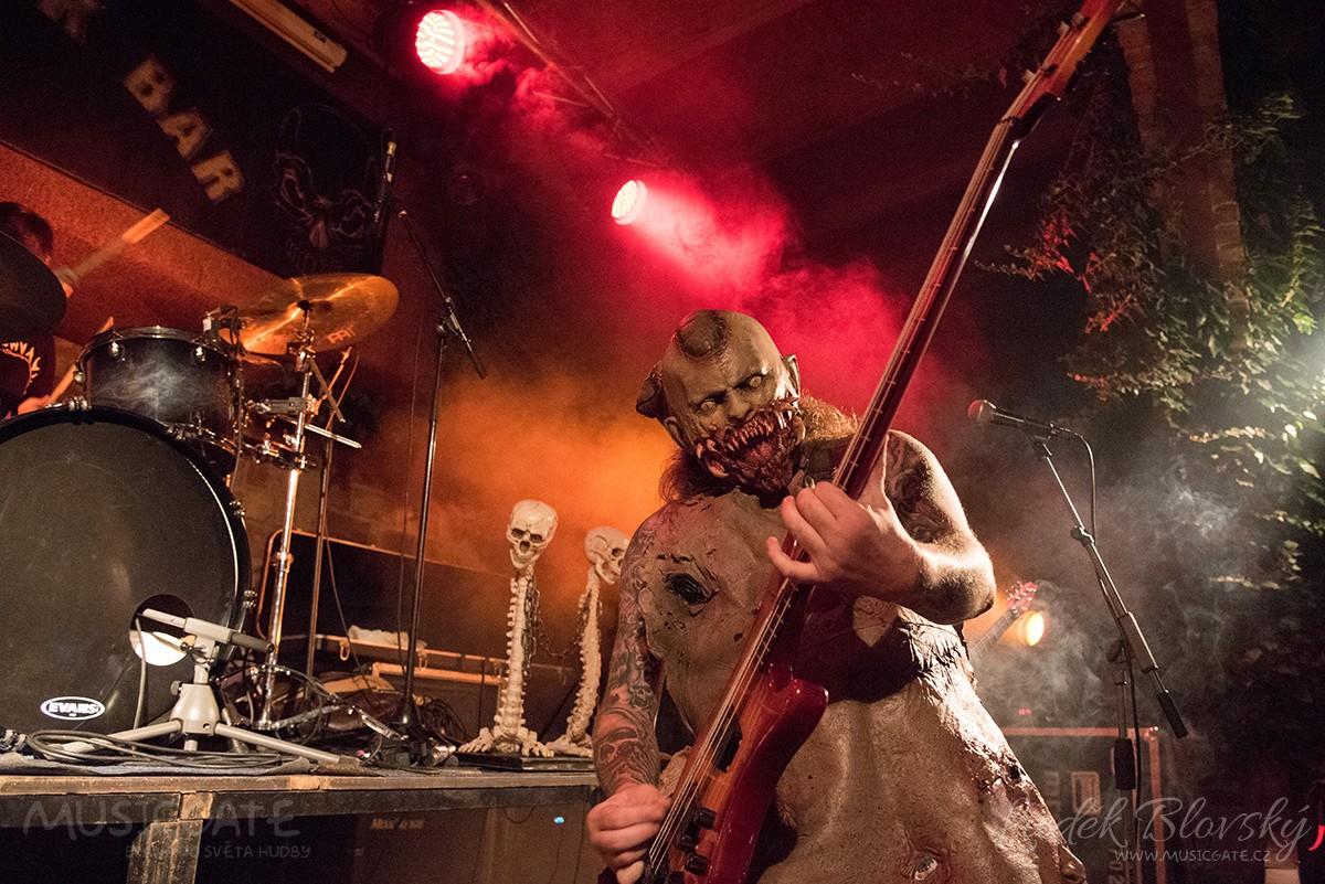 Metalová palba a hororová show v Pizzerii Marshall