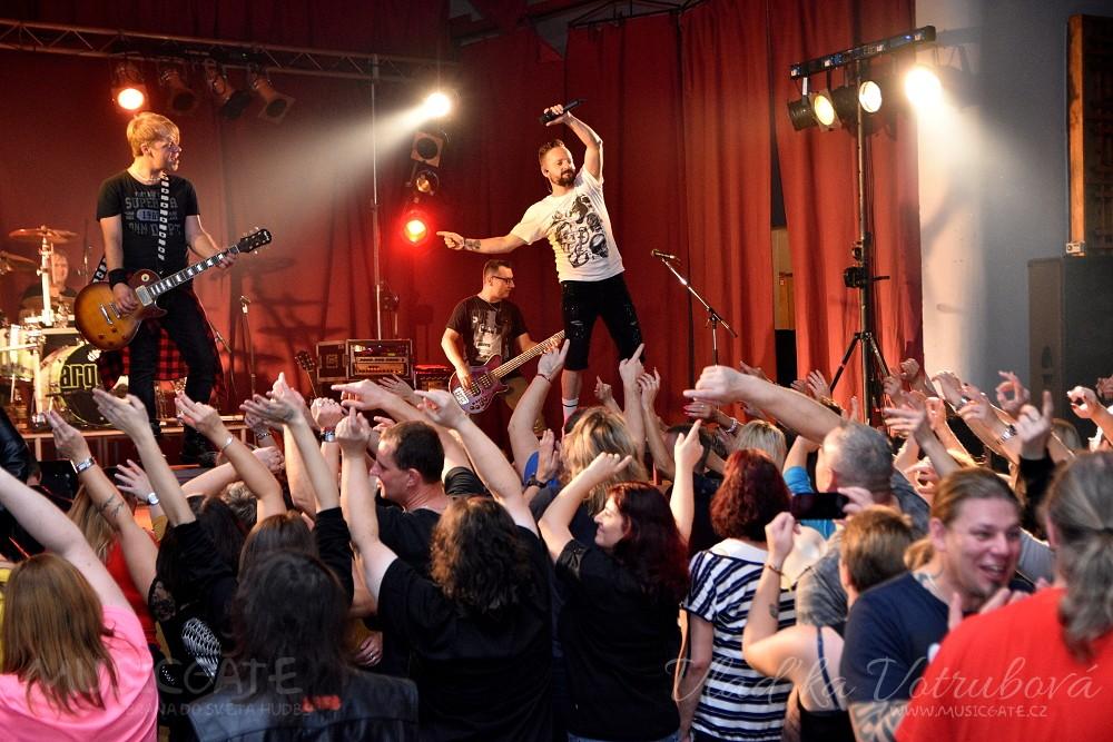 Legendární Argema společně se Sifonem rock rozpumpovala naplněný Mrákov!