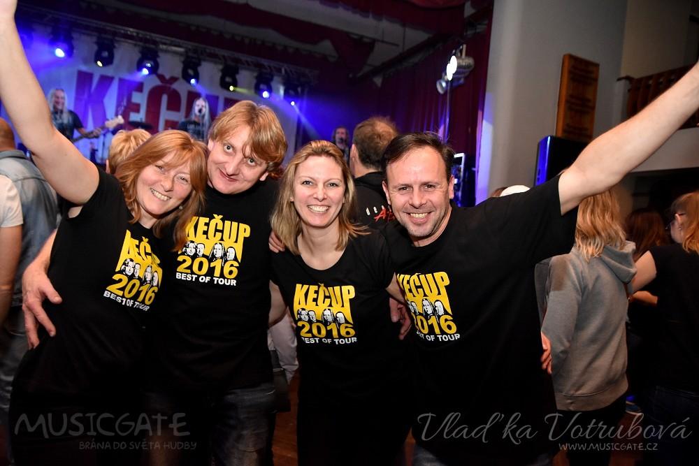 Kečup svými legendárními hity rozproudil v Mrákově publikum všech generací!