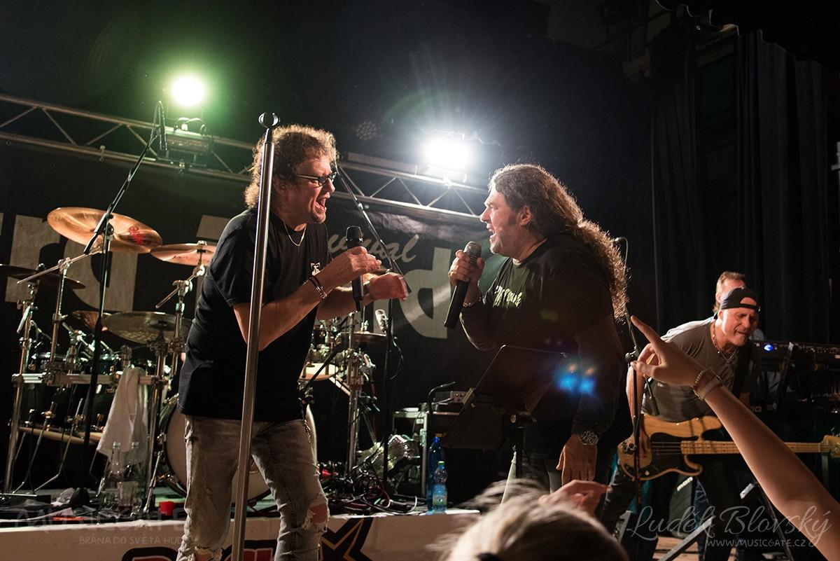 Staré dobré pecky v podání Extra Band revivalu na sále KD Losiná