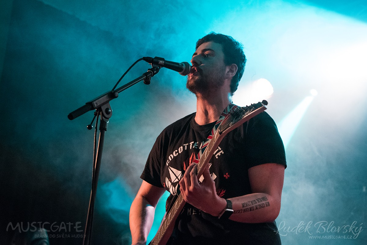Punk rockový večírek v Podbrdské hospodě Těně