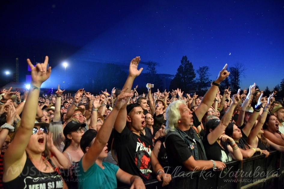 """""""Festivaly proběhnou, pokud je budeme moci uskutečnit"""", vzkazuje tým pořadatelů Pekelného ostrova  a Chodrockfestu"""