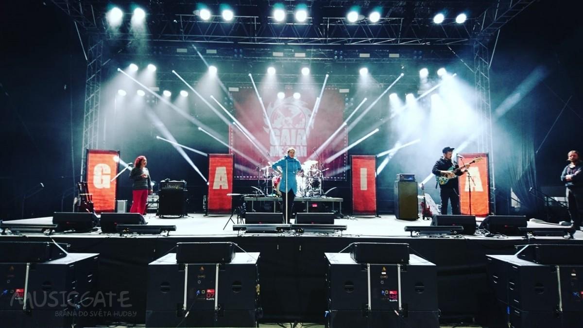 Kapela Gaia Mesiah zahrála pro fanoušky a zároveň streamovala koncert do celého světa