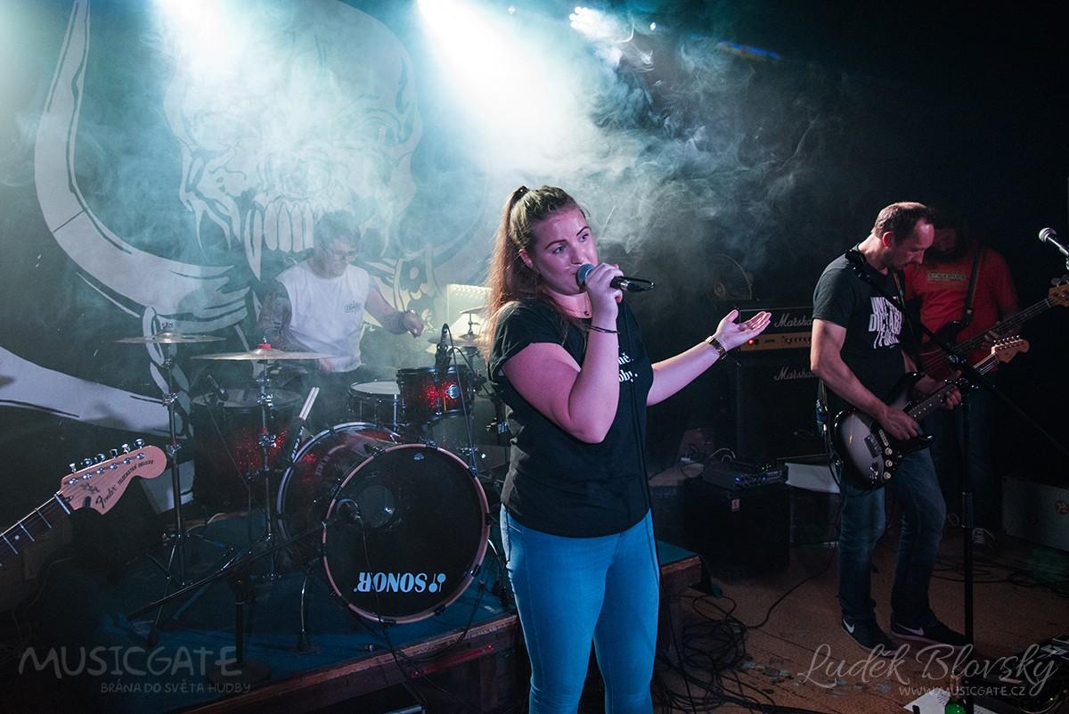 Plzeňský Paheyl otevřel koncertní poepidemickou sezónu v RC Prdel