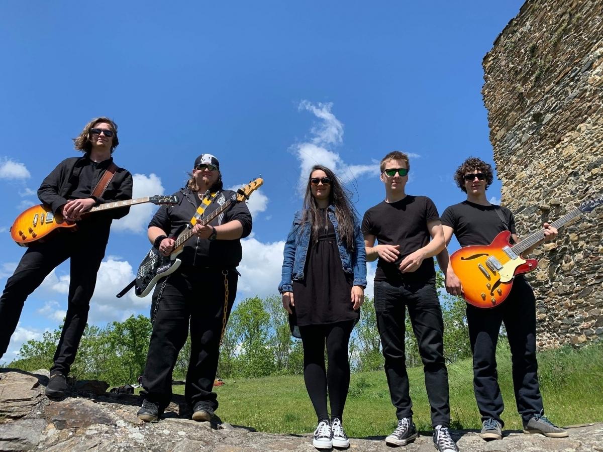 Táborská punk-rocková kapela Utíkej! vydala nový videoklip a píseň Strastiplná