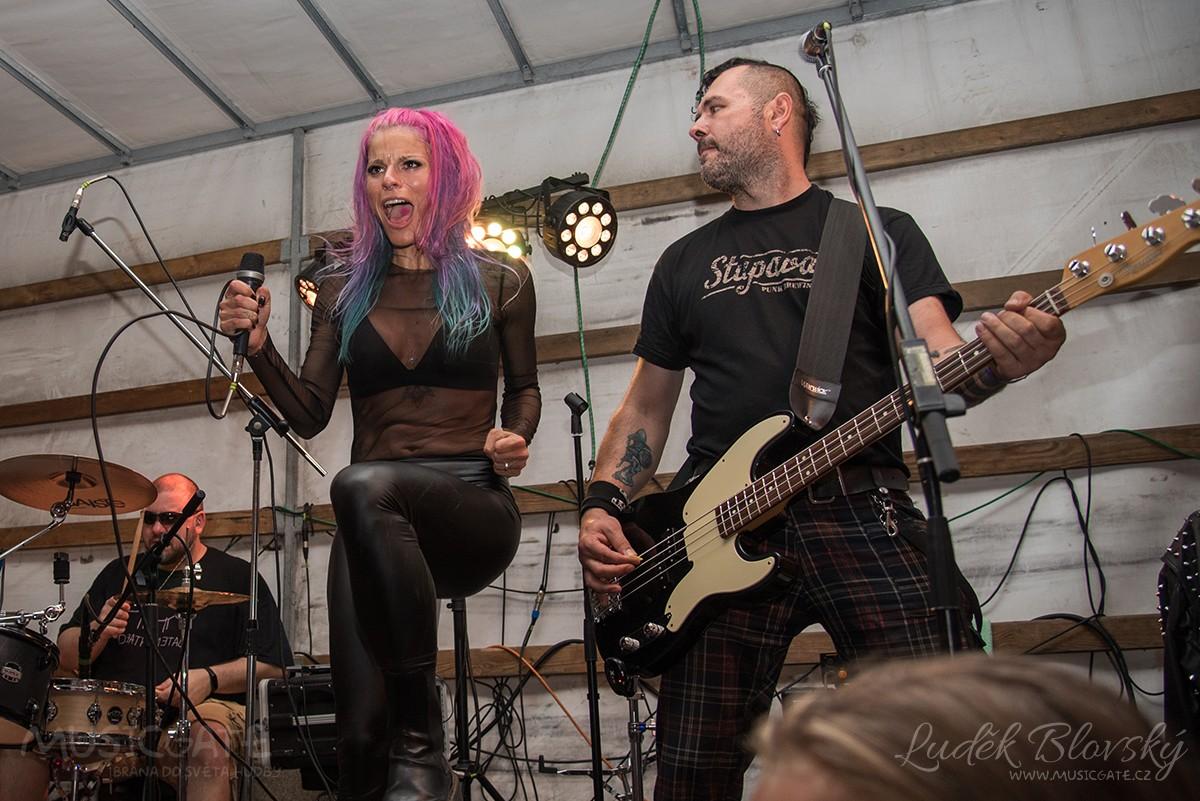 Třetí ročník Cidre Punk Festu v Újezdě u Chanovic přilákal fanoušky i z dosti vzdálených končin
